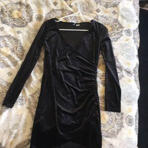 Super cute all black velvet dress from H&M!😊❤️